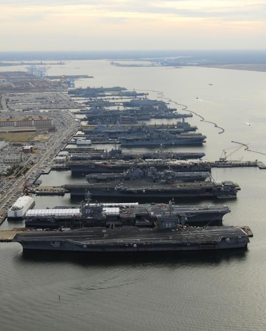 Fünf Flugzeugträger in Norfolk